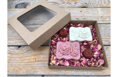 Rózsa szappanok rózsaszirmokkal dobozban